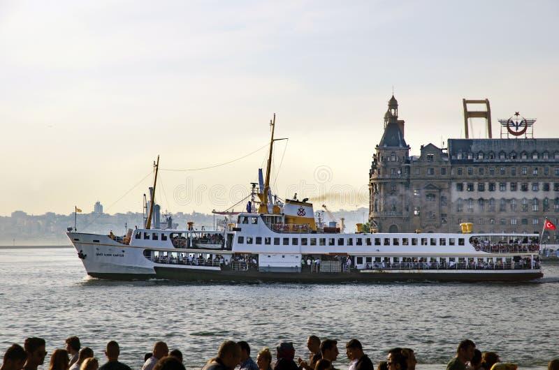 Пролив Стамбула, вокзала пристани Kadikoy, Haydarpasa и f стоковое изображение