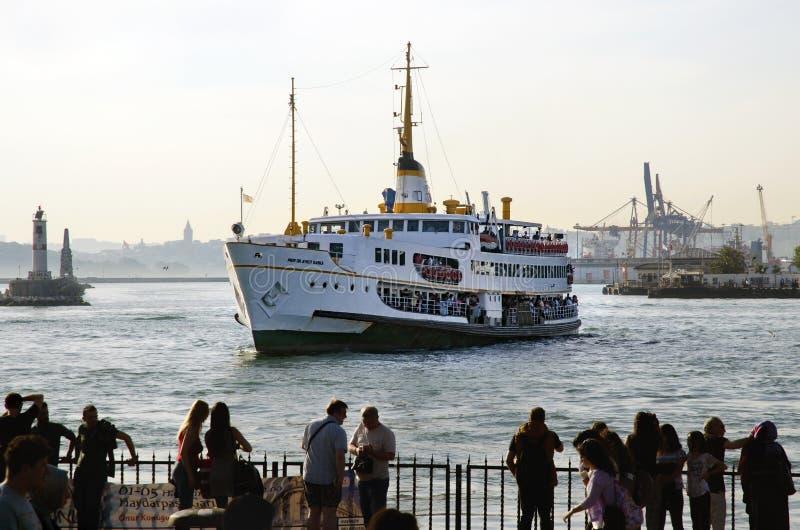 Пролив Стамбула, пристани Kadikoy и паромов стоковое изображение