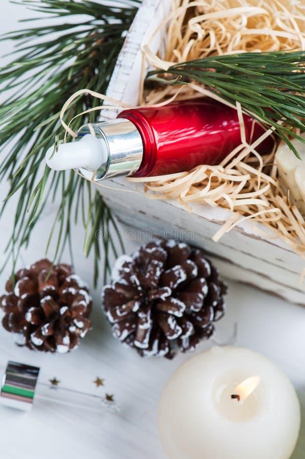 Продукты красоты и косметики с украшением рождества стоковое изображение