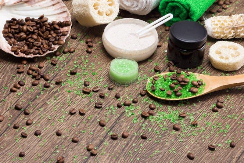 Продукты курорта и целлюлита busting на деревянной поверхности стоковое фото