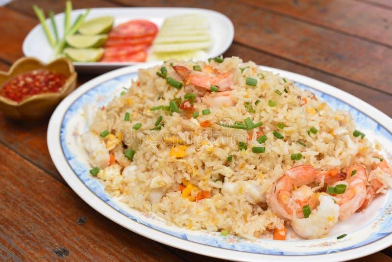 продукты моря зажаренного риса стоковое фото