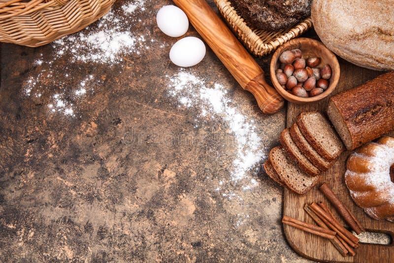 Продукт хлебопекарни натюрморта свежего хлеба стоковое фото rf