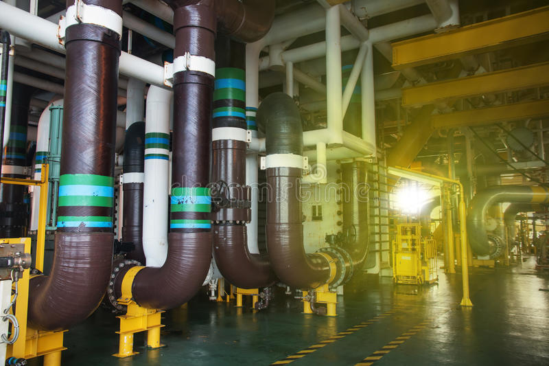 Продукция и клапан трубопровода стоковая фотография