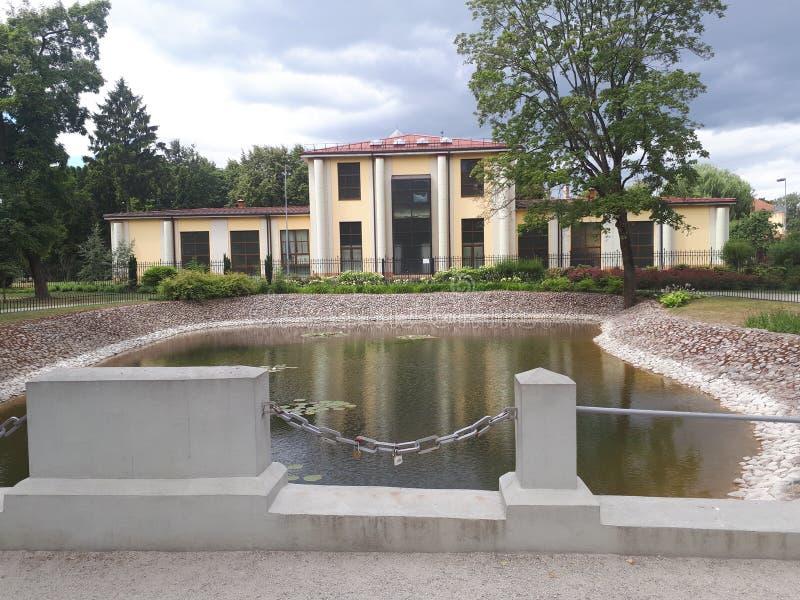 Пруд в саде Bernardinai стоковая фотография rf