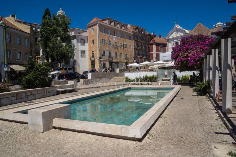 Пруд в центре города парка Лиссабона стоковое изображение
