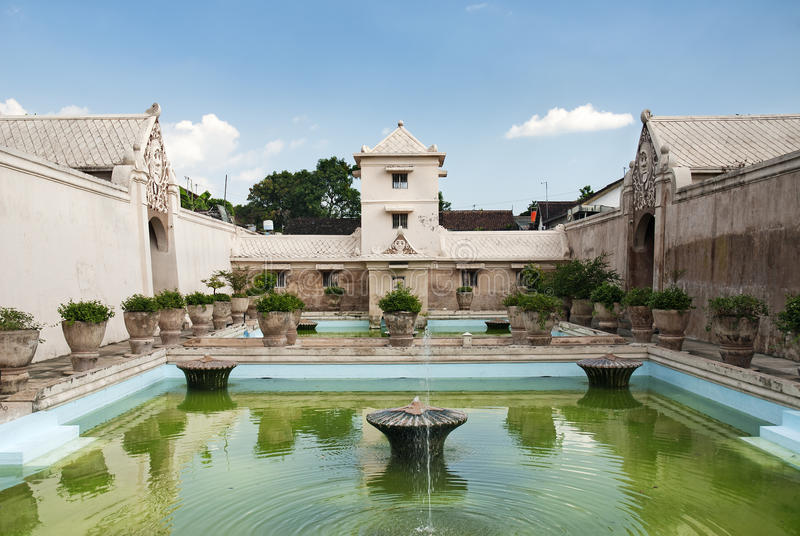 пруд дворца Индонесии нутряной сольный стоковое изображение rf