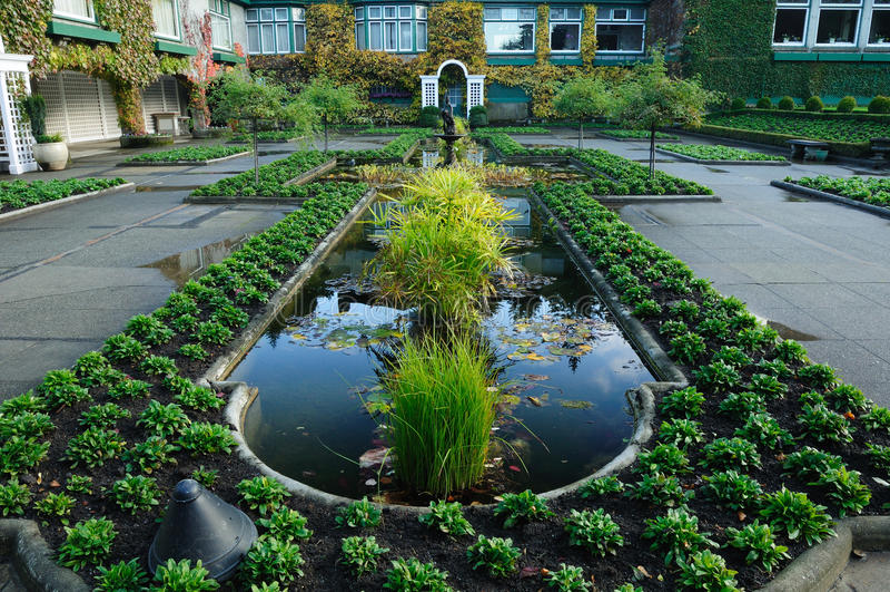 пруд итальянки сада стоковое изображение