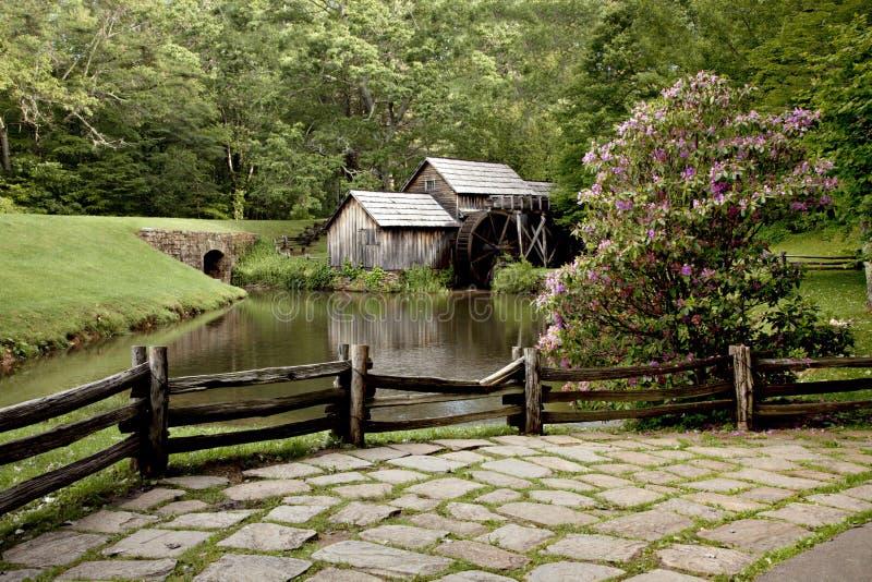 пруд стана gristmill деревенский стоковая фотография rf