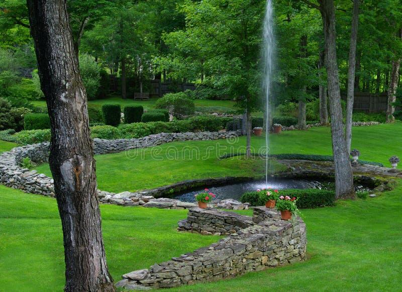 пруд фонтана стоковая фотография