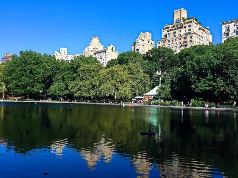 Пруд шлюпки центрального парка в NYC стоковая фотография rf