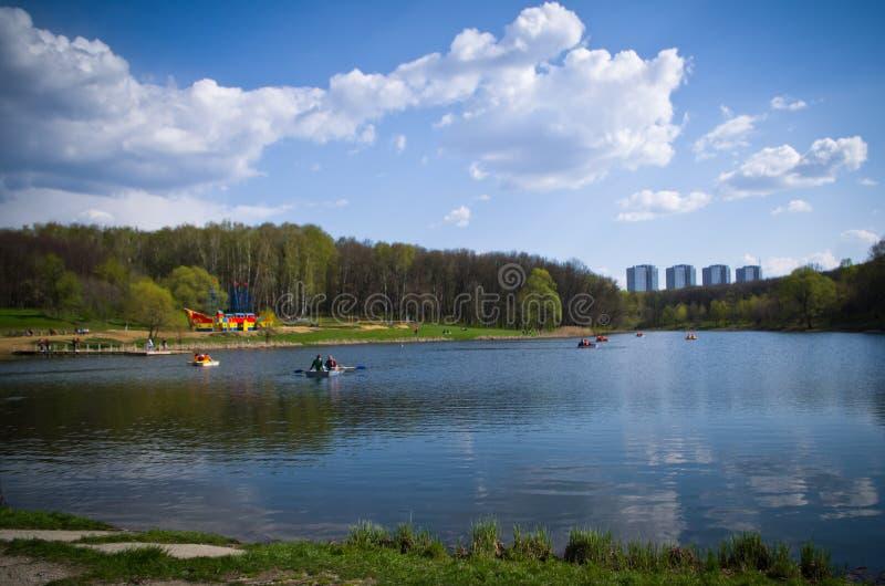 Пруд в парке названном после Belousov стоковая фотография rf