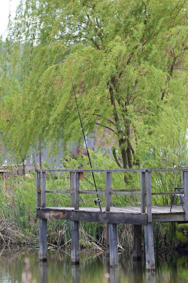 Пруд для рыбалки над озером стоковые изображения rf