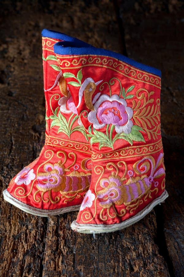 прыгните китайские ботинки миниатюры ног стоковое фото rf