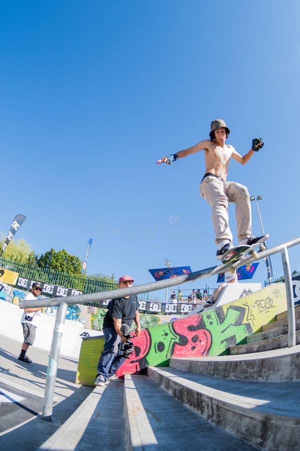 Прыжки Tiago во время возможности конька DC стоковые изображения rf
