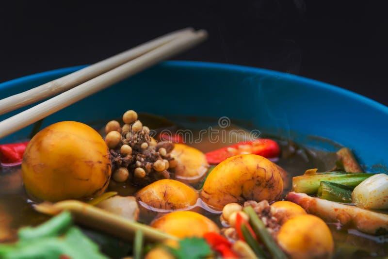 Пряная еда которая использовала небольшие яйца цыпленка для замены shrim стоковое изображение