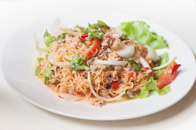 Пряная МАМА салата немедленных лапшей YUM как еда сплавливания стоковое изображение