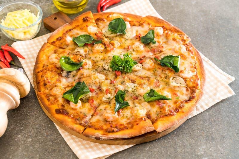пряная пицца креветки (Тома Yum) стоковое изображение rf