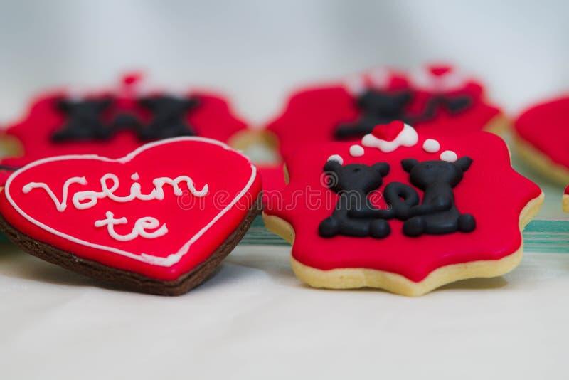 Пряник валентинок с влюбленностью вы подписываете внутри Серба стоковое фото