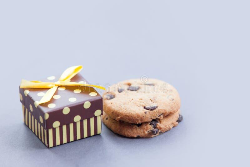 Пряник печенья подарочной коробки и шоколада стоковая фотография rf