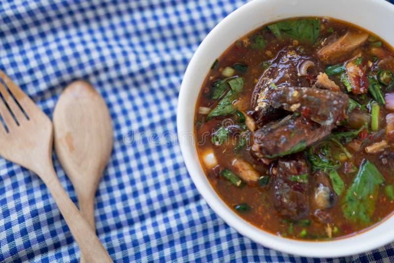 Пряные рыбы законсервировали салат сардин, тайскую еду стоковое изображение rf