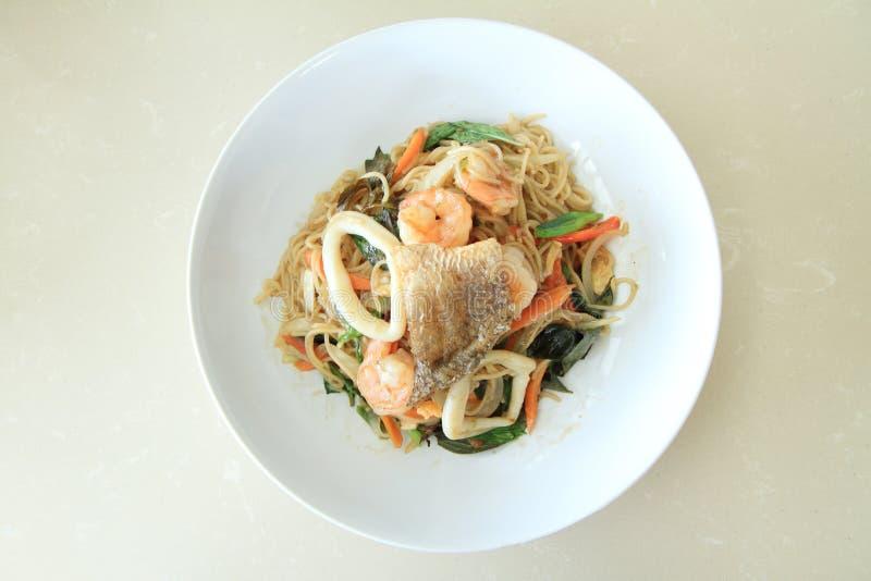 Пряные смешанные морепродукты спагетти стоковые изображения rf