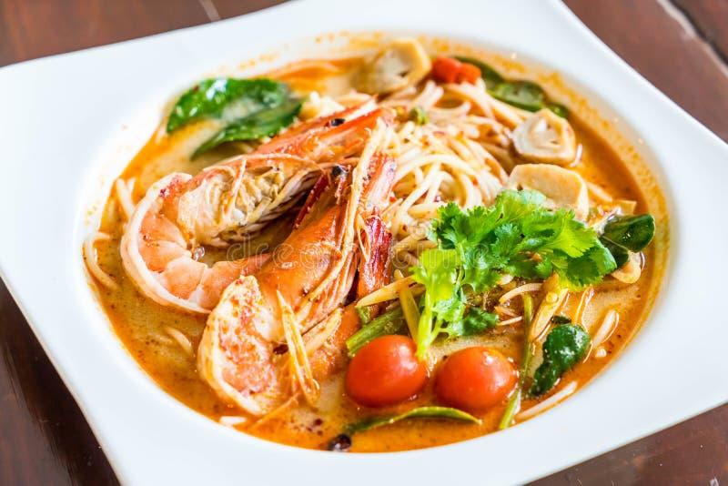 пряные спагетти с креветкой (kung Tom yum) стоковая фотография