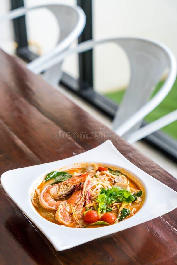 пряные спагетти с креветкой (kung Tom yum) стоковое изображение rf