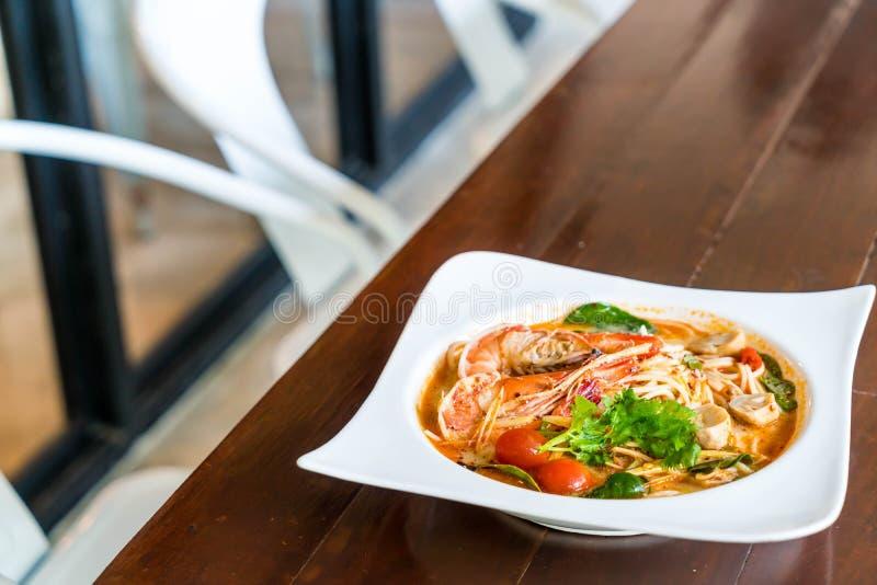 пряные спагетти с креветкой (kung Tom yum стоковые фото