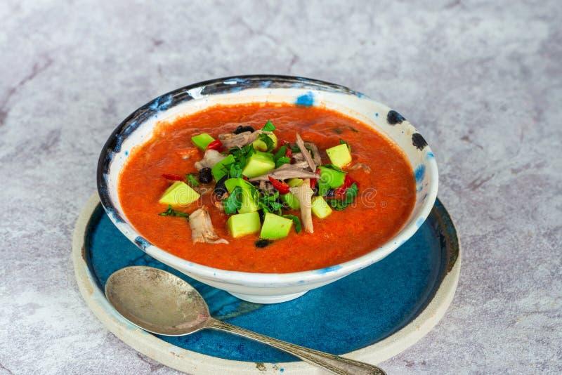 Пряный мексиканский суп жареного цыпленка и томата с черными фасолями стоковое изображение rf