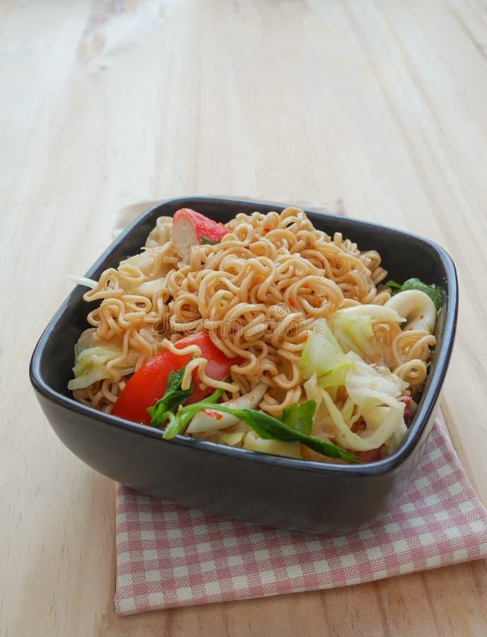 Пряный салат лапши - немедленная лапша стоковые изображения rf