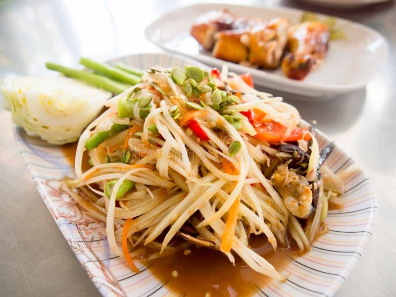 Пряный салат папапайи с посоленным traditiona краба или somtum известным стоковые изображения rf