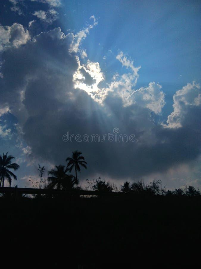 Прятать Солнця стоковые фотографии rf