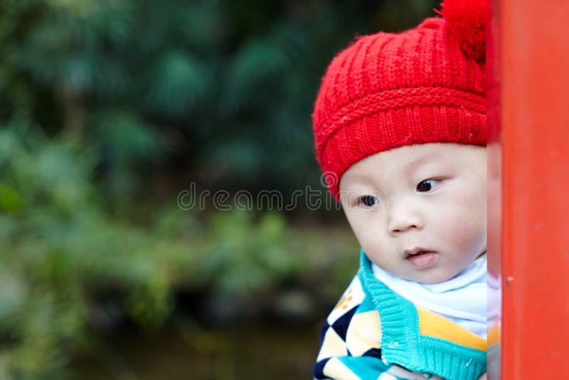 Прятк игры младенца стоковое фото rf