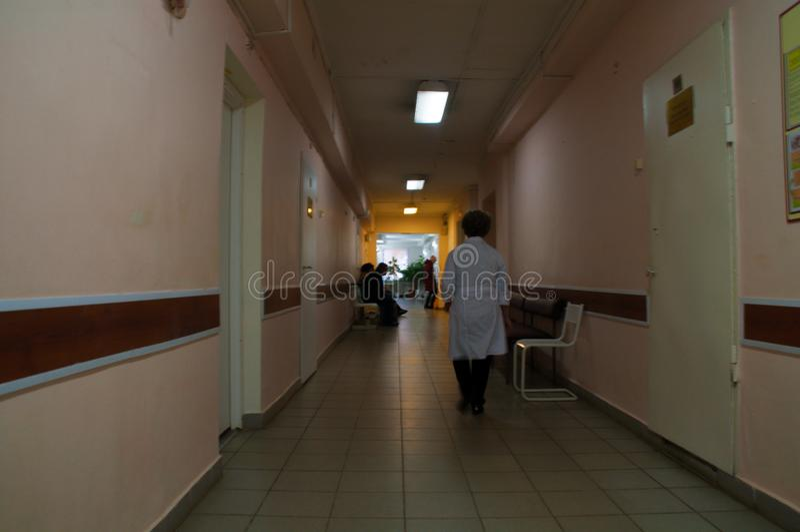 Психиатрическая больница прихожей покинутая внутренностью стоковое фото rf