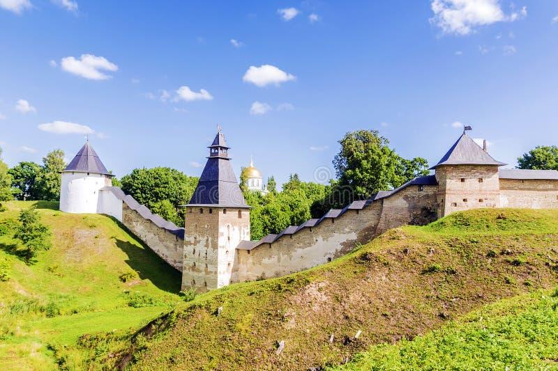 Псков выдалбливает монастырь pskov Россия стоковые фото