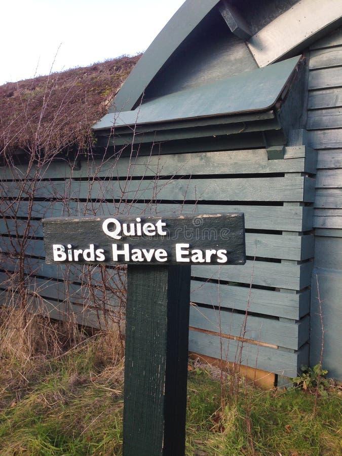 Птицы имеют уши подписать внутри центр заболоченного места Лондона - заповедник WWT стоковая фотография rf