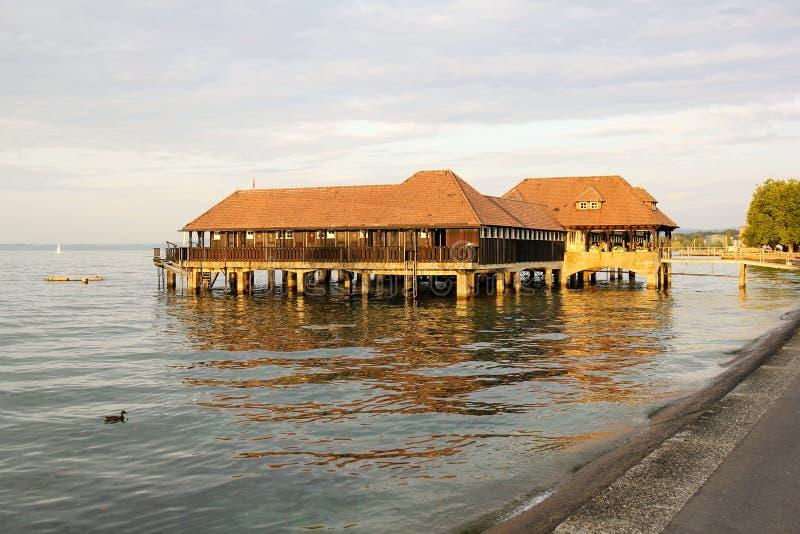 Публика купая деревянную хату, Rorschach, Швейцарию стоковые фотографии rf