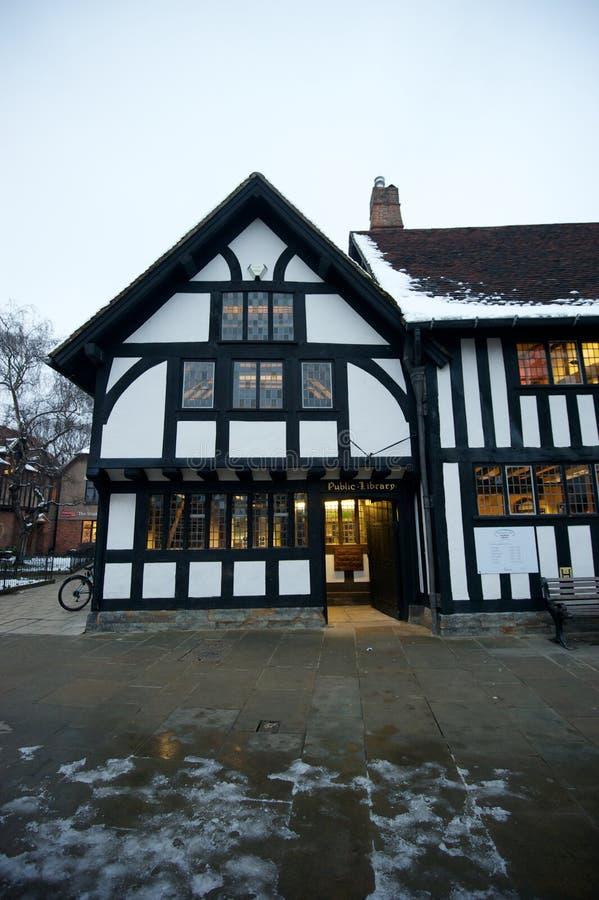 Публичная библиотека стиля Tudor стоковая фотография