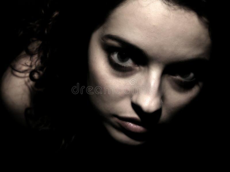 Download пугающие детеныши девушки стоковое фото. изображение насчитывающей девушка - 91338