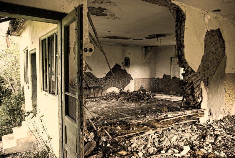 Пугающий покинутый дом стоковые изображения rf