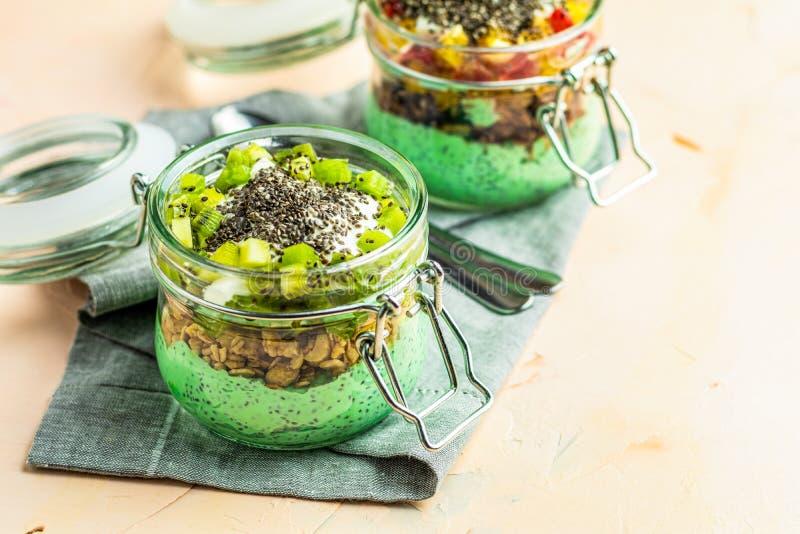 Пудинг семени chia 2 с чаем matcha зеленым стоковая фотография