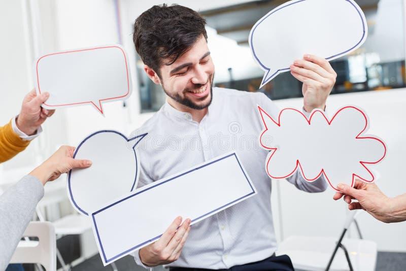 Пузыри речи как концепция идей метода мозгового штурма стоковое фото rf