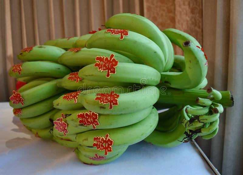 Пук бананов с китайским словом благословением стоковое изображение