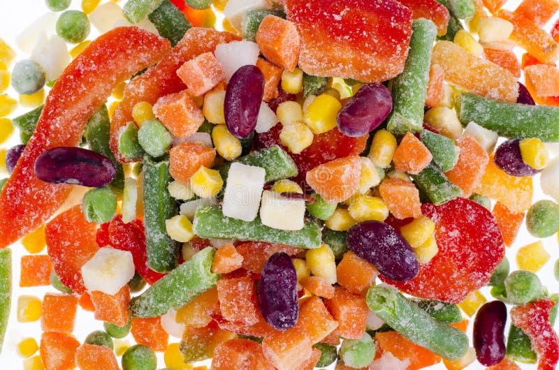 Пук замороженных овощей смешивает с фасолями изолированными на белой предпосылке стоковая фотография rf