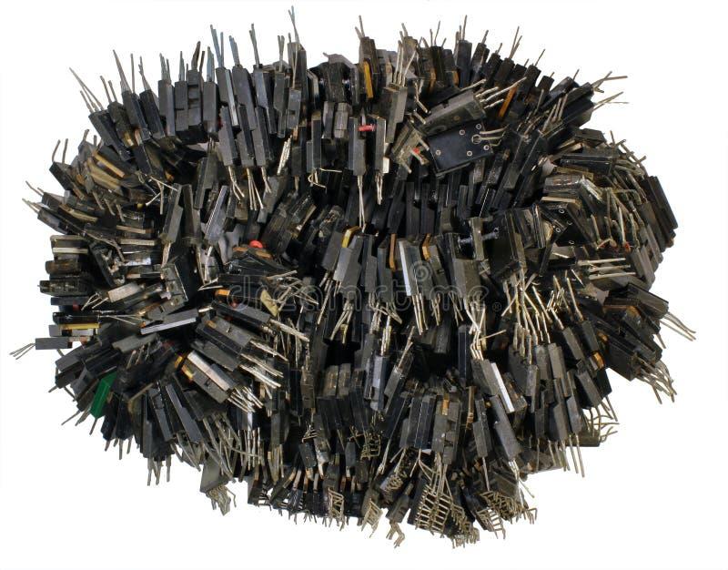 Пук диодов и микросхем сломленных транзисторов изолированных на wh стоковое изображение