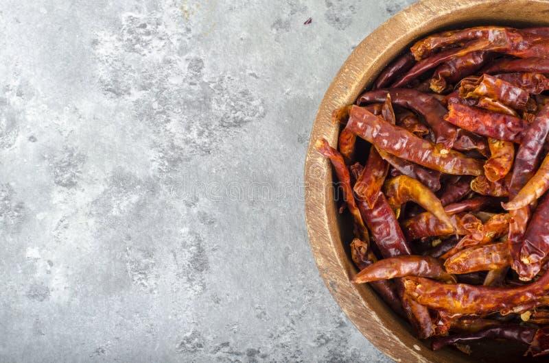 Пук небольших высушенных перцев красного chili стоковые изображения
