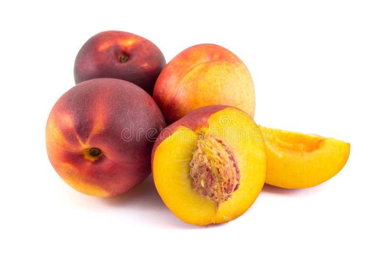 Пук персиков на белизне стоковые фотографии rf