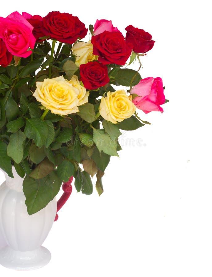 Пук свежих пестротканых роз стоковые изображения