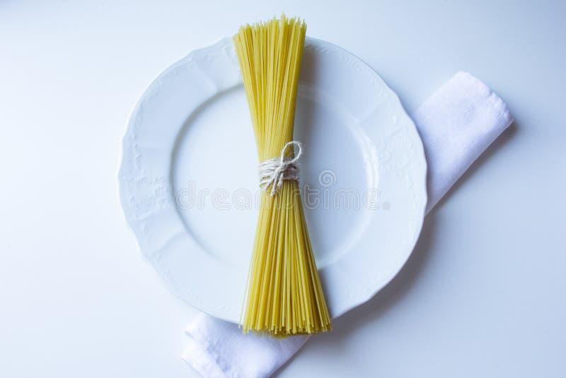 Пук связанных ручек спагетти стоковые фотографии rf