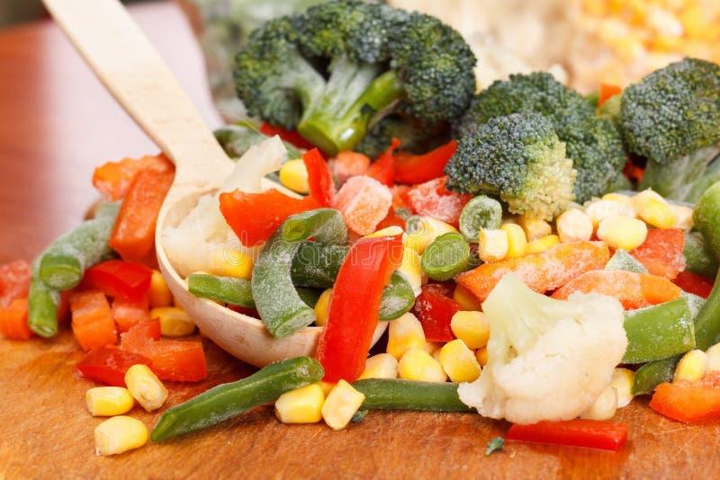 Пук смешанных, который замерли овощей стоковые изображения